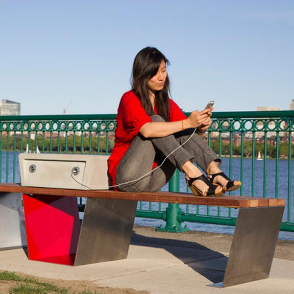 Лавка с зарядкой, Бостонские скамейки научатся заряжать телефоны