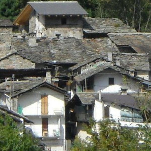 eBay, Итальянская деревня выставлена на eBay