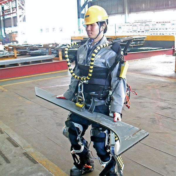 Роботехника, экзоскелет, Созданы киберкостюмы, делающие людей силачами