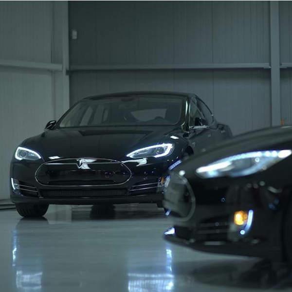 Tesla,автомобиль, Tesla продолжает удивлять