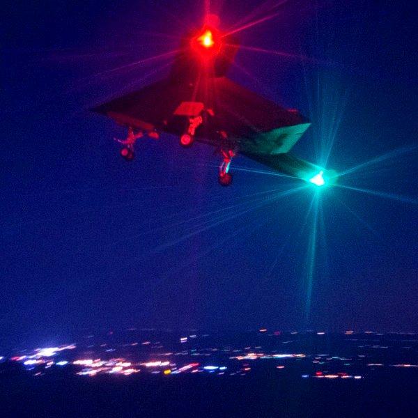 Великобритания, США, Facebook, Google, Что делают неопознанные беспилотники в британском небе?