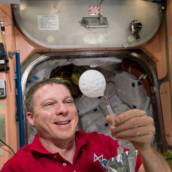 США, NASA, МКС, космос, астрономия, телескоп, планета,  Как растворяется шипучая таблетка в невесомости?